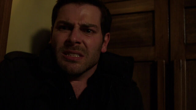 File:422-Nick after finding his mom's head.jpg
