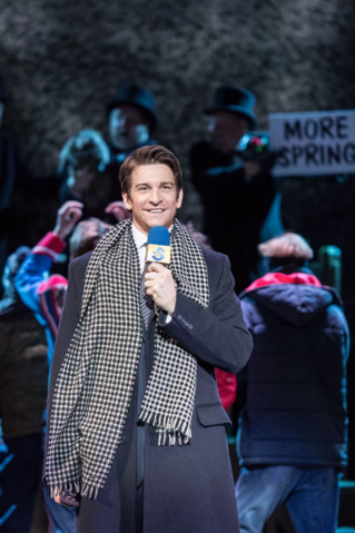 File:Andy Karl as Phil Connors reporting.png