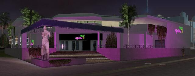 File:MalibuClub-GTAVC-nighttime-exterior.jpg
