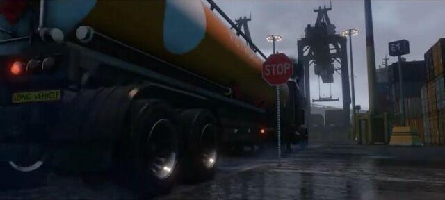 File:TankerTrailer-GTAV-next gen and PC trailer.jpg