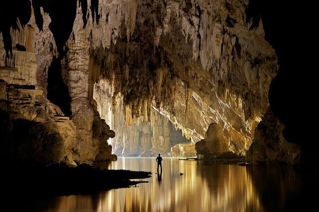 File:Cave-lake 2315904k.jpg