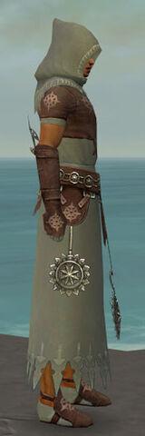 File:Dervish Sunspear Armor M gray side.jpg