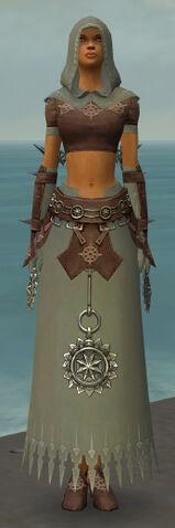File:Dervish Sunspear Armor F gray front.jpg
