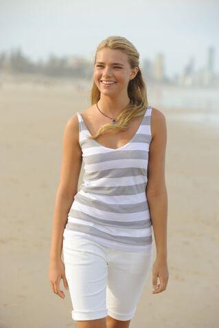 File:Bella on the Beach.jpg