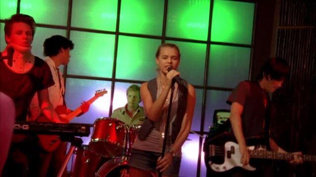 File:Band Rocking.jpg