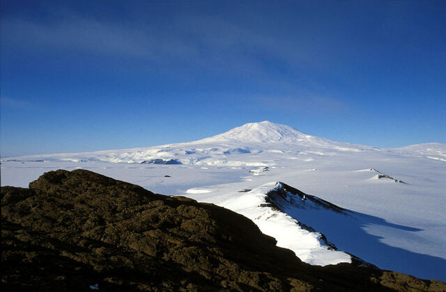 File:Mount Erebus.jpg