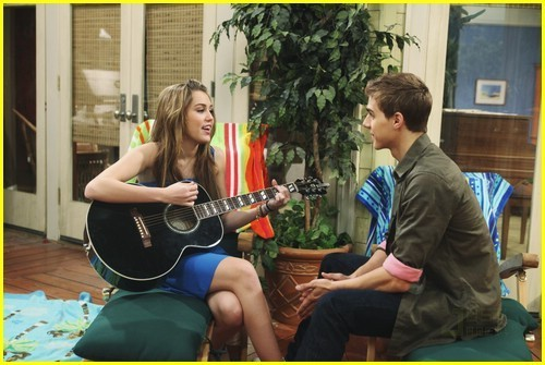 File:Hannah-Montana-He-could-be-the-one-hannah-montana-6745551-500-335.jpg