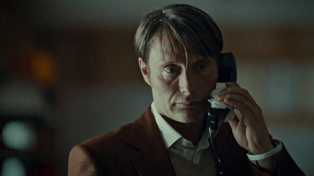 File:1x01 HannibalWarningHobbs.jpg
