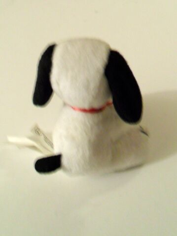 File:Wendys Peanuts 50 stuffed toy b.jpg