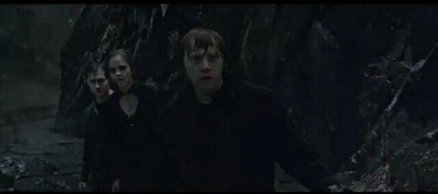 File:The trio in Gringotts.jpg
