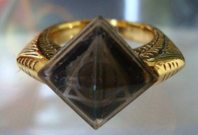 Datei:Marvolo Gaunt's Ring.jpg
