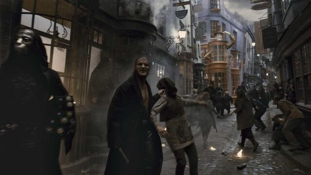 File:Death Eaters at Diagon Alley HBP.jpg