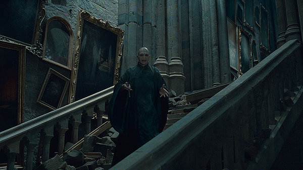 File:Voldemort Grand Staircase.jpg