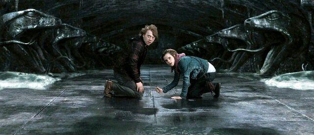 File:Harry-potter7-movie-screencaps.com-6084.jpg