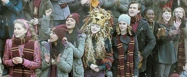 File:Harry-potter-half-blood-Quidditch match.jpg