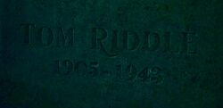 Tom Riddle Sr. grave.jpg