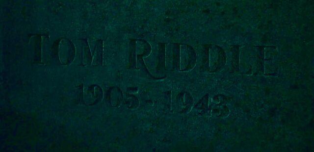 Datei:Tom Riddle Sr. grave.jpg