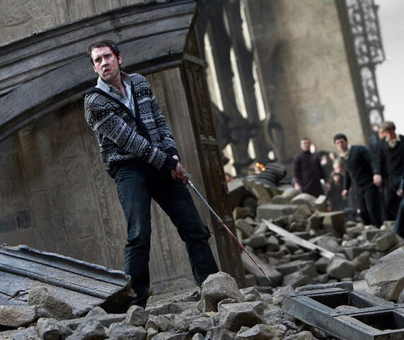 File:DH2 Neville Longbottom using the Gryffindor sword in battle.jpg