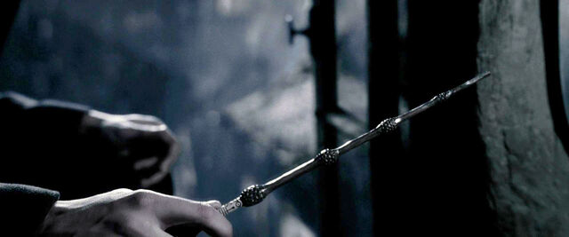 File:DH1 The Elder Wand being stole by Grindelwald.jpg
