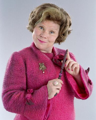 Dosya:Dolores Umbridge (Promo still from HP5 movie) 10-15-2009.jpg