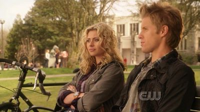 File:Hellcats-1x01-A-World-Full-of-Strangers-alyson-michalka-16252006-400-225.jpg