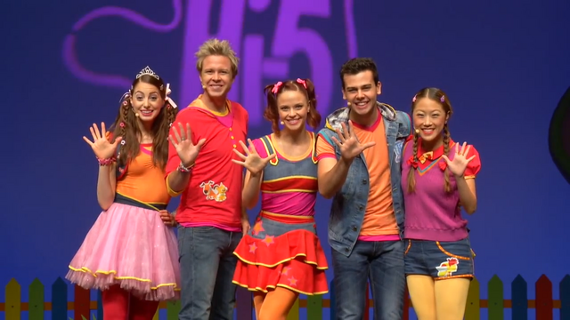 Archivo:Hi-5 House cast - Happy New Year!!! (2).png