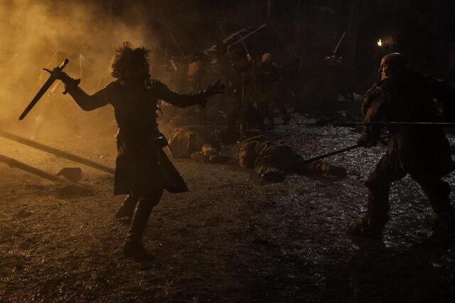 Archivo:Jon batalla Castillo Negro HBO.jpg