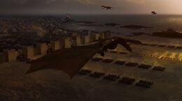 Los dragones y los inmaculados saliendo de Astapor HBO