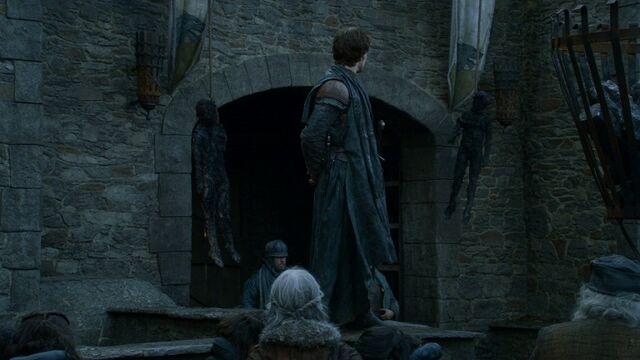 Archivo:Theon cadáveres Invernalia HBO.jpg