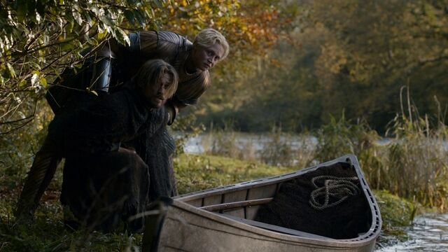 Archivo:Brienne escoltando a Jaime HBO.jpg