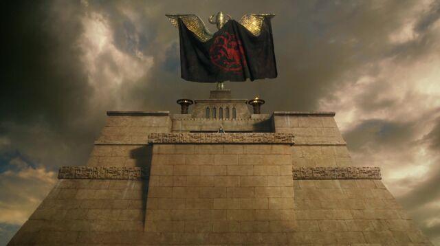 Archivo:Asedio de Meereen HBO.jpg