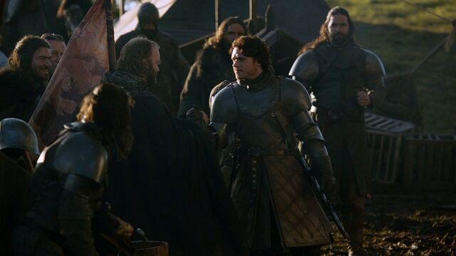 Archivo:Robb saluda a sus hombres tras la batalla HBO.jpg