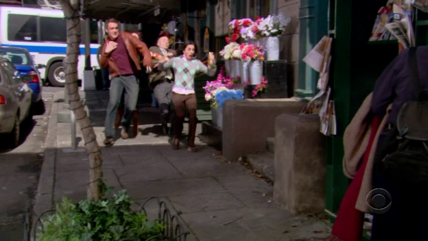 File:Marshall, Lily, Todd and Valorie run for Van Smoothie House.png