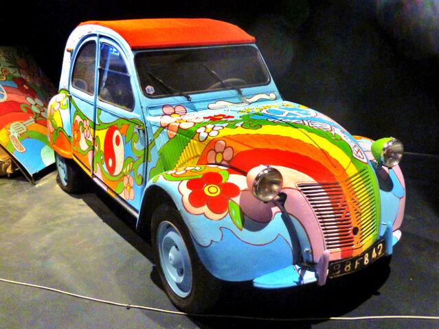 File:VW Museo dell áutomobile con mamma e papà.jpg