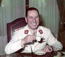 File:220px-Peron tomando un café.jpg