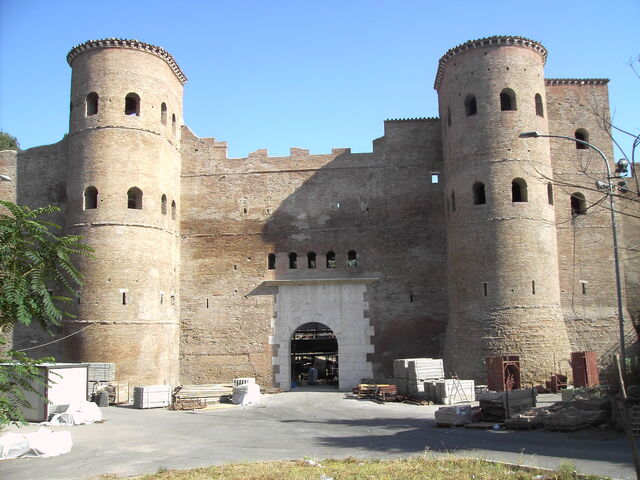 File:Porta Asinaria 2948.JPG