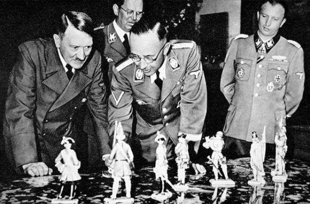 File:Hitler Himmler Schaub and Fegelein look at Himmler's Allach porcelain figures.jpg