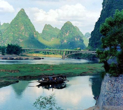 File:Houseboat in Yangso, China..jpg