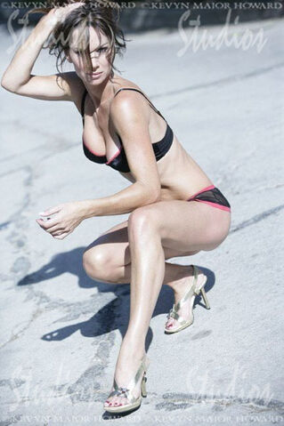 File:Debbe-Dunning-Feet-1465680.jpg