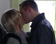 Katrine kysser Harald