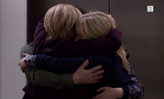 Fil:Juni, Storm, Eva og Jenny klemmer hverandre.png