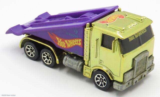 File:Ramp Truck-10030.jpg
