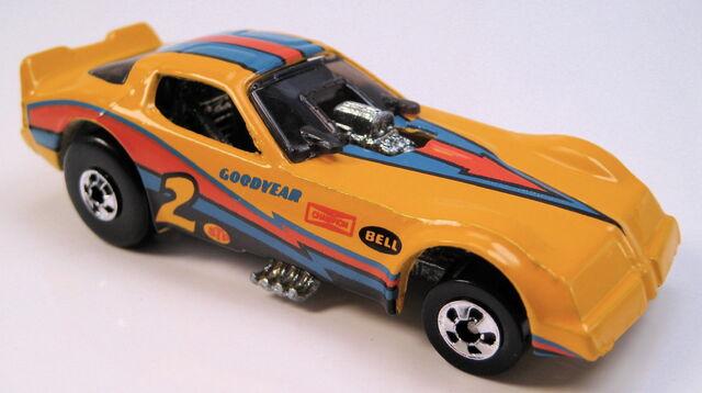 File:Firebird funnycar yellow bw mal base black tampo.JPG