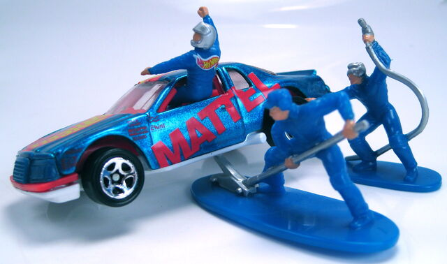 File:Velocitor action pack with figures.JPG