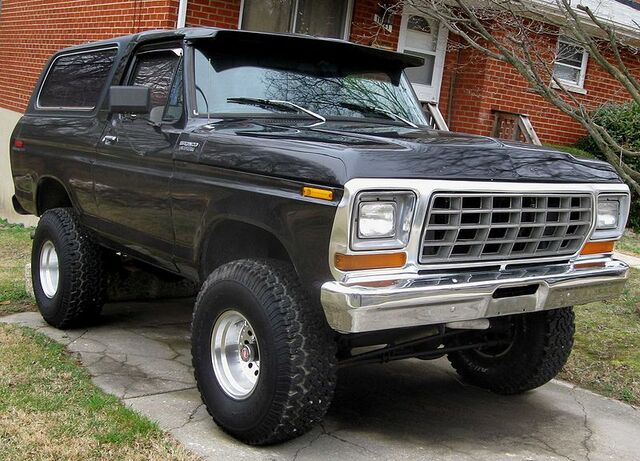 File:800px-Ford Bronco .jpg