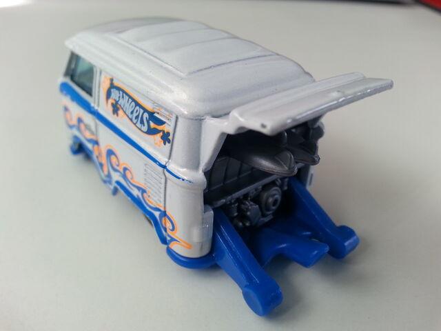 File:Volkswagen Kool Kombi rear.jpg