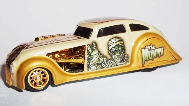 File:HW-2013-Universal Monsters-1934 Chrysler Airflow-The Mummy.jpg
