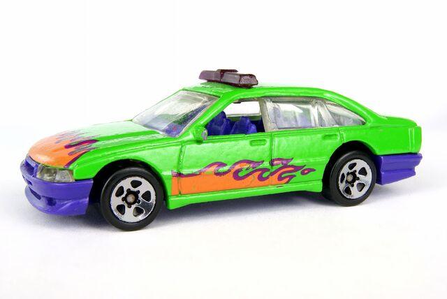 File:Holden Commodore - 00342df.jpg