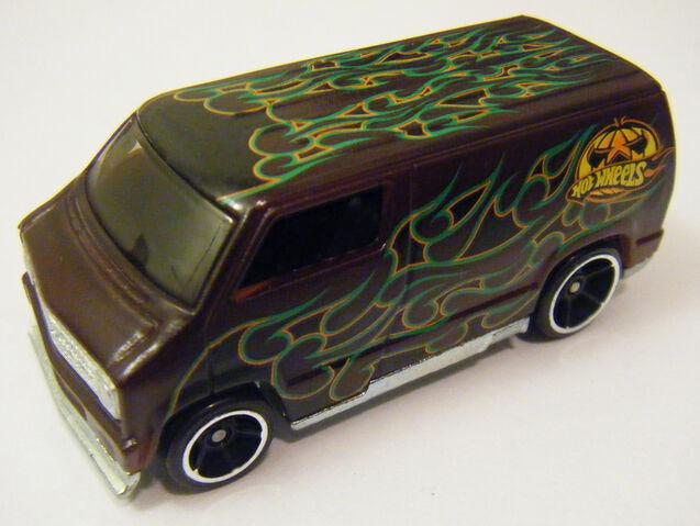 File:77 Dodge Van - CS Halloween Cold.JPG