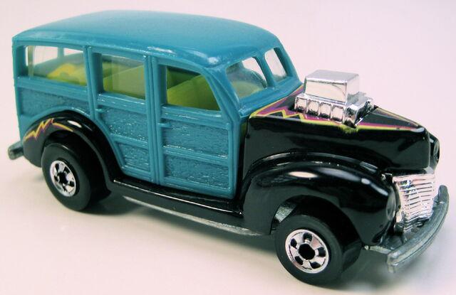File:40s woodie turquoise BW.JPG